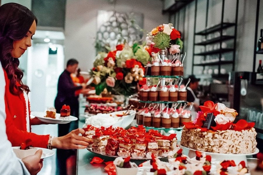 Extraordinary Desserts Is Bringing Out An Awesome Valentine's Eve Dessert Bar
