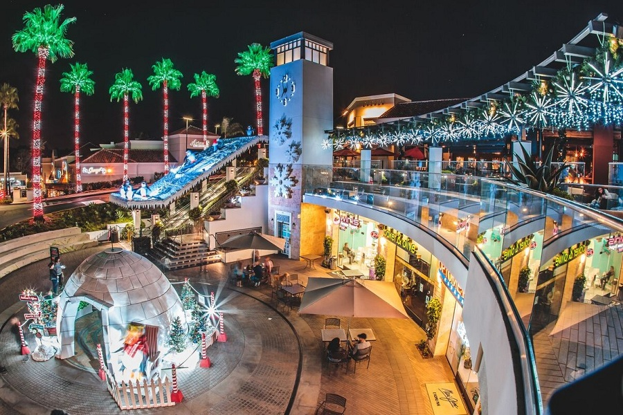 Del Mar Highlands Town Center Celebrates The Holidays With 'Tis The Sea Sun Events